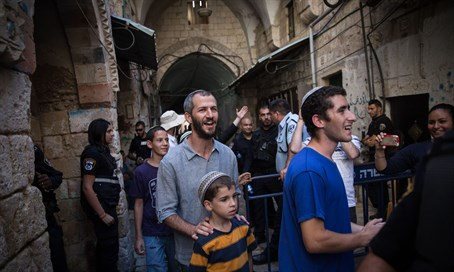 Jews leave Temple Mount after visit