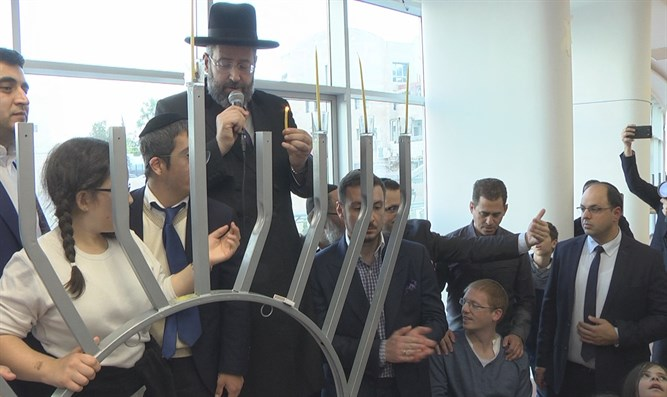 Chief Rabbi Lau lights Hanukkah candles with disabled children at Shalva