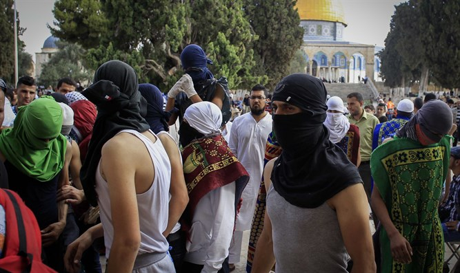 Masked Islamists on the Temple Mount