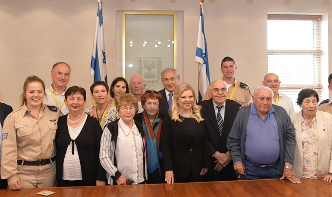 Netanyahu and his wife with the Holocaust survivors