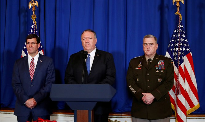 Mike Pompeo (c) with Defense Secretary Mark Esper (l) and General Mark Milley (r